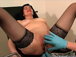Granny gets fisted and squirts her pussy juice