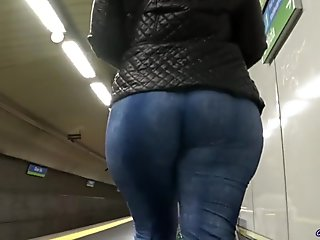 Big butts candid asses and PAWGs from GLUTEUS DIVINUS