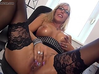 Sexy mom with amazing ass and hungry pussy