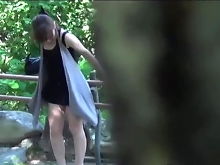 Asian slut watched peeing